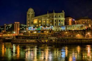 Die Urania am Donaukanal