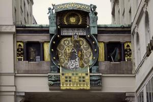 Die Ankeruhr: Figurenuhr am Hohen Markt
